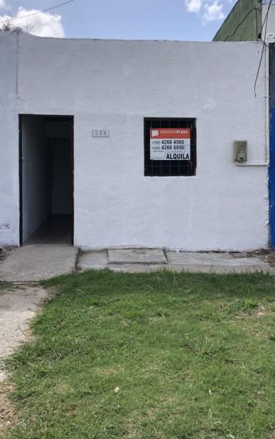 Casa un dormitorio cerca a a nueva Rambla y Servicios