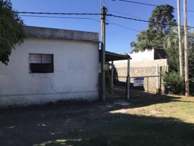 Casa amplia con local comercial al frente, buena entrada de vehículos, casi toda techo de plancha