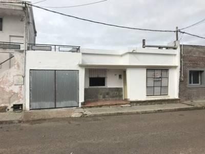 2 dormitorios, con garage a cuadras de Plaza Artigas