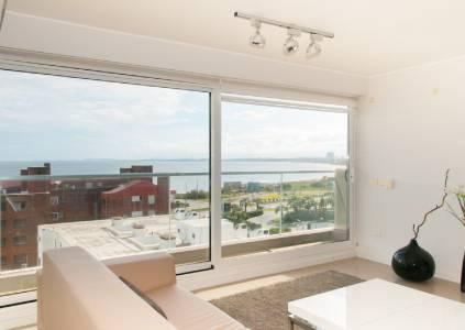 Apto Playa Mansa 2 suites + dep con vista a 50mts del mar!