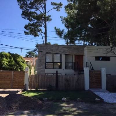 Alquiler anual casa 3 dormitorios zona Pinares