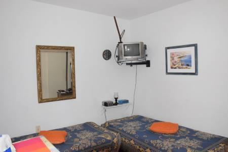 Ambiente de 20m² excelente ubicacion en Av Gorlero.!! gastos comunes bajos.