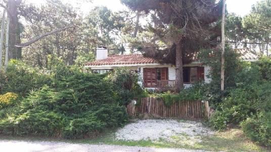 Preciosa casa en la zona de Pinares ... consulte!