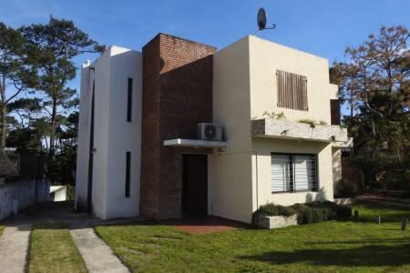 Casa nueva en Pinares ---