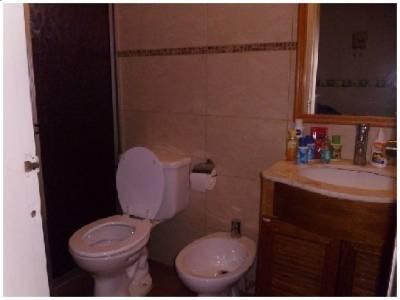 Excelente propiedad a 50 mts del mar, 4 dormitorios, 2 suite, piscina, barbacoa.