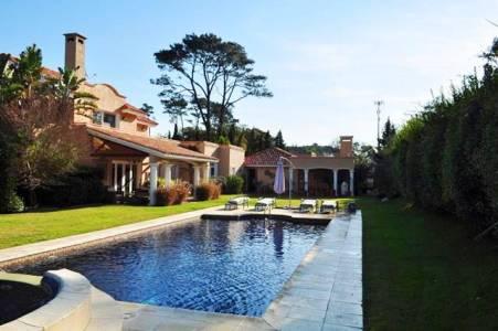 Importante Residencia, ideal para disfrutar todo el año! CONSULTE PRECIO DE VENTA!