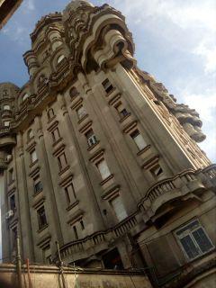 Muy agradable departamento centrico en edificio emblemático en Montevideo