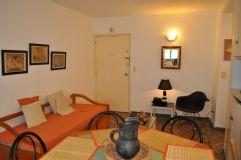 Apartamento de 1 dormitorio en peninsula muy bien ubicado a 1 cuadr de la playa brava y a 1 cuadra de gorlero muy cerca de la terminal de omnibus.