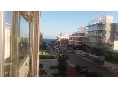 Apartamento en muy buena ubicacion en Peninsula, de 2 dor, 2 baños con balcon cerrado.