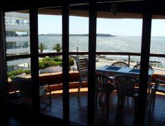 Apto de 3 dormitorios, 3 baños, (2 en suite), living-comedor, amplia terraza, cocina con lavadero, garaje. con excelente vista al mar. Consulte !!!!!