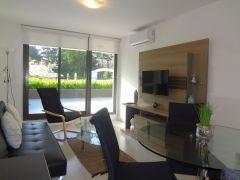 Apto de 1 dormitorio y medio definido, 2 baños, con amplia terraza con parrillero hacia el frente y garaje. Consulte!!!!!!