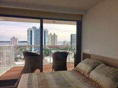 Muy lindo apartamento de 2 dormitorios con 3 baños, vista al mar, cocina definida con terraza lavadero.Terraza, Cocina y  Garaje. Consulte financiar!!