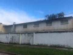 En Barrio Biarritz - Deposito mas depto en segunda planta