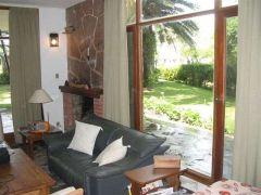 Casa - boungalow amplio, cuenta con 4 dormitorios en suite.  EXCELENTE UBICACION!!! Consulte!!!!!!!!!