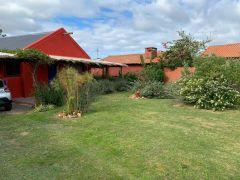 Casa Muy cerca del Chorro - Estilo cabaña - 2 dor- 2 baños - churrasquero techado - lindo Jardin- Consulte!!!!!!! Venta y Alquiler.