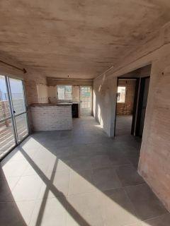 Casa en la Juanita, con garaje mas un apto al fondo. Consulte!!!!!