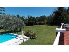 Casa en el golf de 6 dormitorios - muy buena construccion y muy buen parque cuenta con piscina - Consulte !!!!!