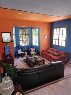 Casa en Barrio Marly de 4 dormitorios cuenta con muy buen terreno y Piscina. Consulte!!!!!!