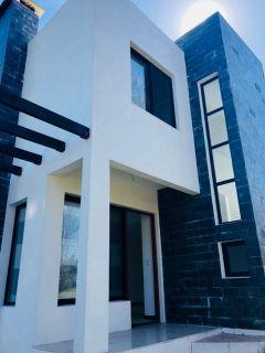 Muy linda casa en pinares no dude en consultar!! OPORTUNIDAD!!!