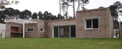Casa en pinares de 3 dormitorios 3 baños a Estrenar, ideal para vivir todo el año.
