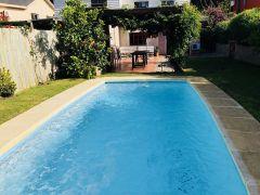 Casa en barrio Pinares con Piscina y Barbacoa.