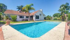 Muy linda casa en Carrasco, 5 dormitorios. En zona de Colegios, Montevideo!