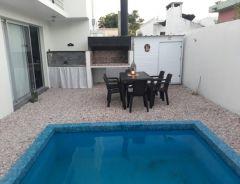 Preciosa casa edificada en Propiedad horizontal, consulte!!