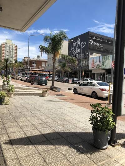 Local Comercial En Gorlero frente a la calle.