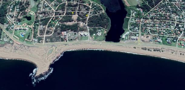 Terreno de 1580 m2 se en cuentra a 100 metros de la Laguna del Diario se encuentra a 300 m2 de la parada 40 de la mansa.