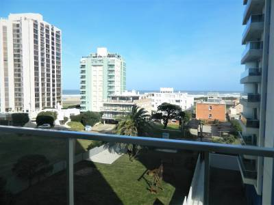 Playa Brava , edificio con amenities