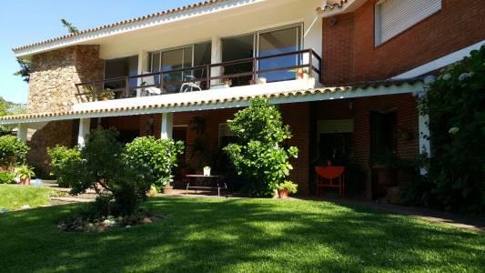 5 dormitorios - Excelente casa en zona de Playa Mansa
