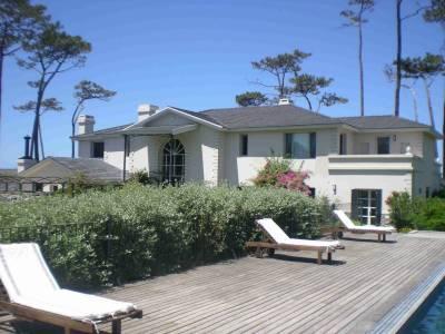 Espectacular mansión de 1.100 m2 frente al mar