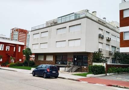 Departamento en venta en Península, 1 dormitorio, 1 baño, living, comedor, cocina, garaje.