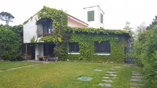 Casa en venta playa mansa. 4 dormitorios