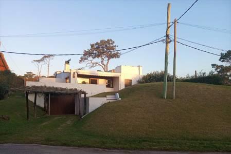 Pinares. 2 dormitorios más dependencia y casa de huespedes.