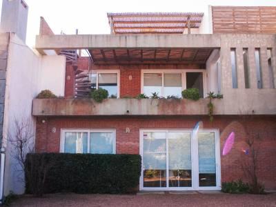 Apartamento en La Barra  Unidad de 2 Dormitorios, 2 Baños, 2 Suites, 3 camas  Cocina : Semi-Integrada, Living Comedor  Superficie : 80 m2   Consulte con nuestros asesores.