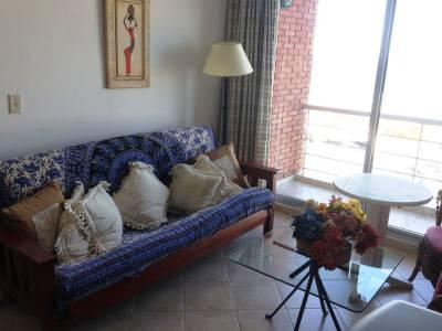 Venta apto 1 dormitorio, baño, cocina bien definida, terraza! Con excelente vista sobre la playa Brava.