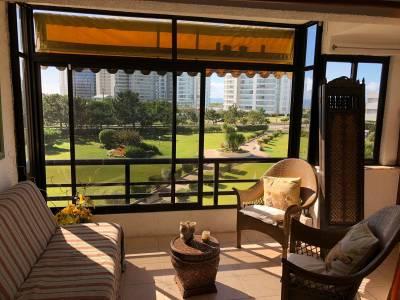 Venta de excelente apartamento, a pasos de la playa Brava, excelente ubicación.