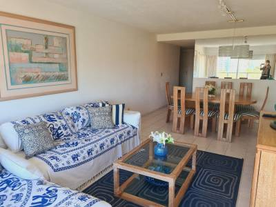 Oportunidad Mansa, apartamento de 2 dormitorios y dependencia de servicio