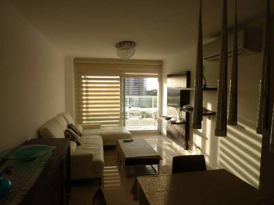 Hermoso Apartamento de 2 dormitorios.  Edificio de Categoria cercano al Conrad.