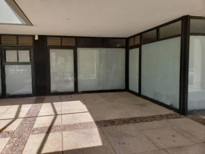 Bloque de Locales comerciales a la calle para alquilar en conjunto o individualmente