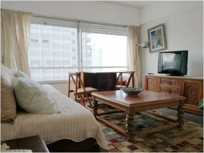 Península,living comedor,1 dormitorio,1 baño,cocina y garage.