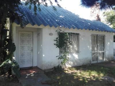 Pinares 1 dormitorio y medio,1 baño y cocina.