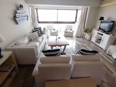 OPORTUNIDAD Hermoso y super amplio apartamento de 4 dormitorios a pasos de