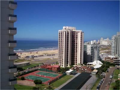 2 dormitorios y 1/2 en Playa Brava