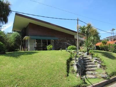 Casa, muy prolija, zona residencial 3 cuadras de la playa