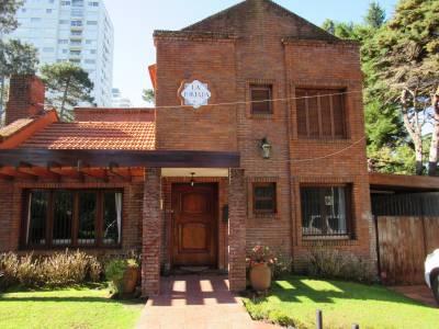 Excelente propiedad muy bien ubicada,amplias comodidades,pileta climatizada.-