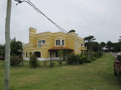 Casa nueva, zona Colegios
