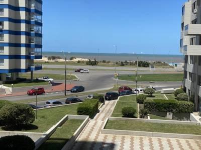 Apartamento en playa brava con vista directa al mar