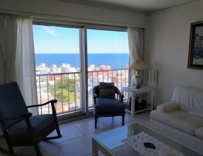 Oportunidad en Península, apartamento de 4 dormitorios, 3 baños, 2 cocheras,piso alto, excelente vista.